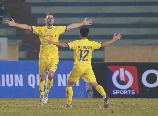Mớ hỗn độn hiếm gặp ở V.League và những cái đầu nóng của làng bóng đá Việt Nam - Ảnh 3.