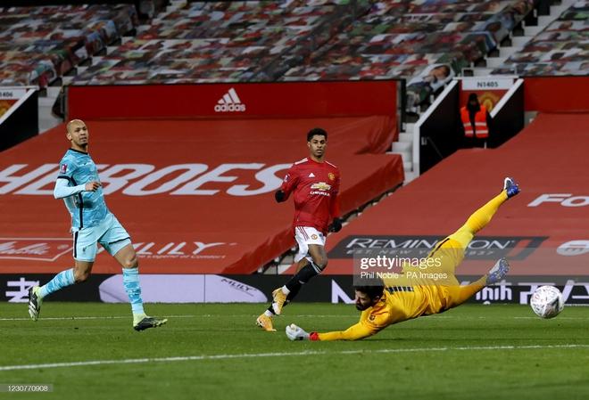 Solskjaer dụng binh như thần, Bruno Fernandes dùng tuyệt chiêu nhấn chìm Liverpool - Ảnh 3.