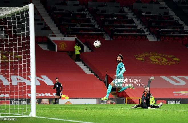 Solskjaer dụng binh như thần, Bruno Fernandes dùng tuyệt chiêu nhấn chìm Liverpool - Ảnh 1.