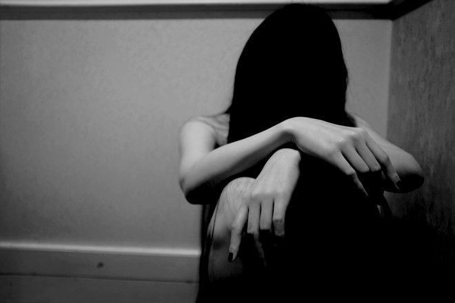 Đang ngủ, bà mẹ giật mình khi bạn trai của con gái sàm sỡ, câu nói sau đó của hắn mới ghê tởm - Ảnh 2.