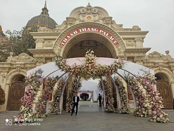 Xôn xao đám cưới khủng trong lâu đài dát vàng 10.000m2 ở Ninh Bình: Thực đơn khiến tất cả choáng - Ảnh 6.