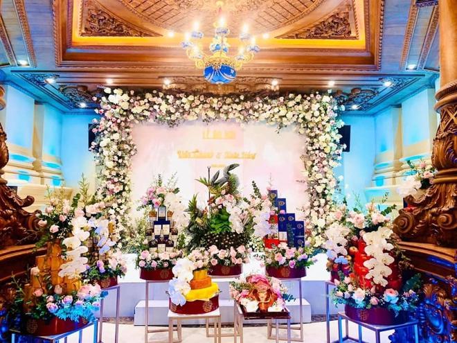 Xôn xao đám cưới khủng trong lâu đài dát vàng 10.000m2 ở Ninh Bình: Thực đơn khiến tất cả choáng - Ảnh 5.