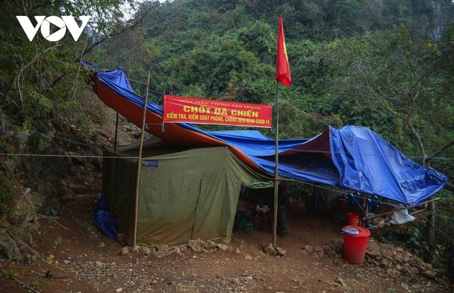 Trắng đêm tuần tra chống dịch trên biên giới Lạng Sơn - Ảnh 2.
