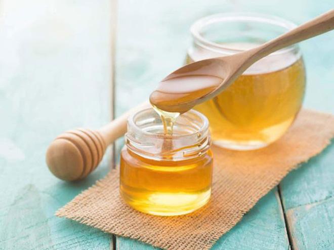 Thêm một chút mật ong sẽ giúp làm dịu đi vị mặn món ăn. (Ảnh minh họa)