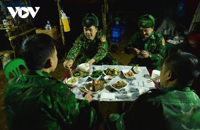 Trắng đêm tuần tra chống dịch trên biên giới Lạng Sơn - Ảnh 5.