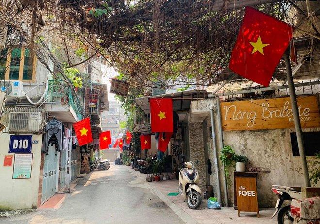 Ngõ, phố Thủ đô thắm sắc cờ chào mừng Đại hội lần thứ XIII của Đảng - Ảnh 5.
