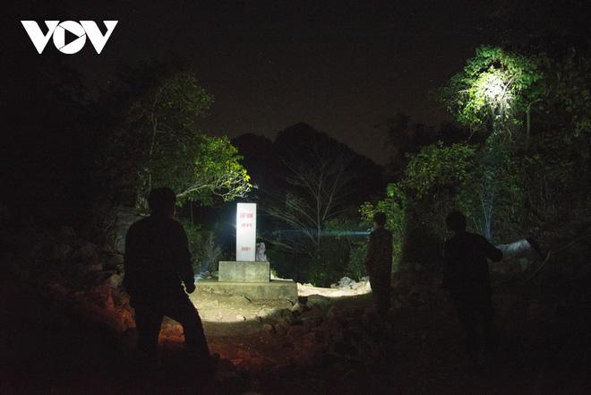 Trắng đêm tuần tra chống dịch trên biên giới Lạng Sơn - Ảnh 7.