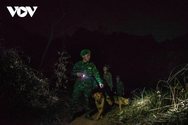 Trắng đêm tuần tra chống dịch trên biên giới Lạng Sơn - Ảnh 8.