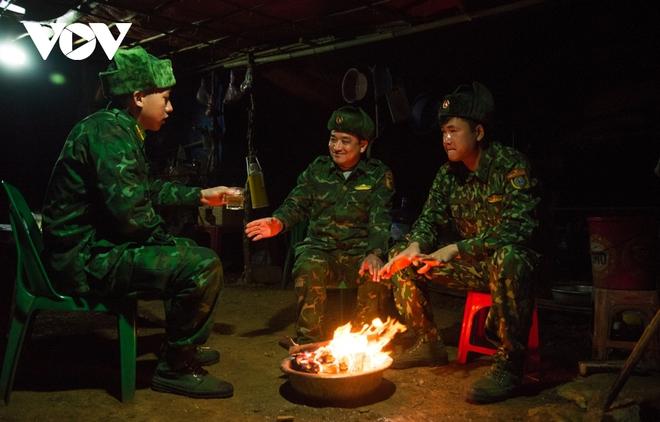 Trắng đêm tuần tra chống dịch trên biên giới Lạng Sơn - Ảnh 9.