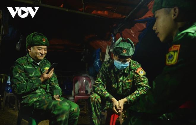 Trắng đêm tuần tra chống dịch trên biên giới Lạng Sơn - Ảnh 10.