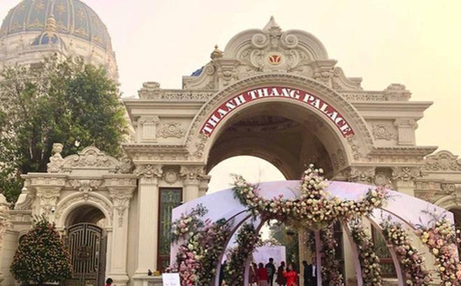 Cận cảnh lâu đài dát vàng của đại gia xi măng ở Ninh Bình: Xây thô hết 400 tỷ, nội thất đắt đến choáng ngợp