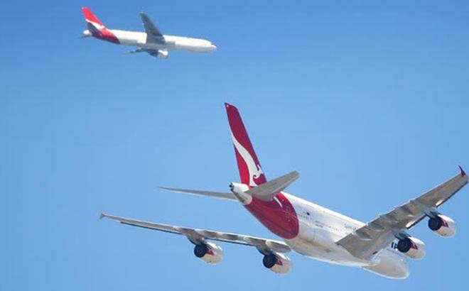 Nam phi công chia sẻ cảnh tượng cực hiếm gặp: 2 máy bay lửng lơ song song nhau trên bầu trời, liệu có nguy hiểm như ta nghĩ?