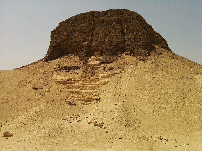 Bí ẩn kim tự tháp nổi kỳ lạ nhất hành tinh: Gần 4000 năm giới khoa học mới chạm được vào nó - Ảnh 1.