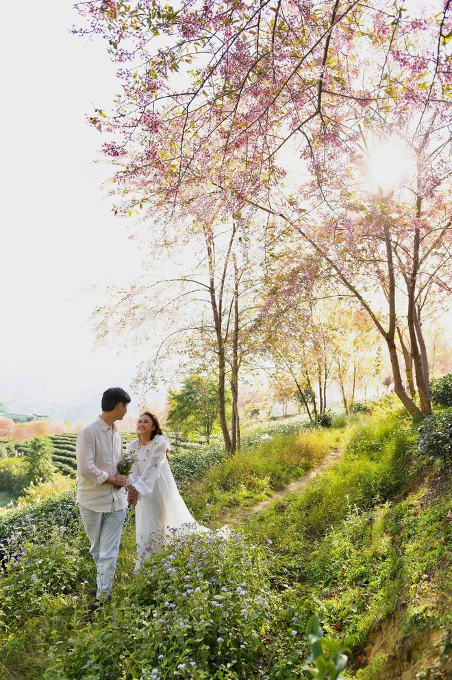 Con gái Thanh Lam liên tục lau nước mắt khi được dàn diva, divo hát tặng trong đám cưới - Ảnh 8.