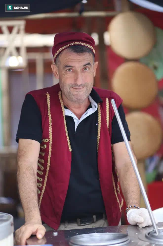 Chán Dubai buồn tẻ, người đàn ông nước ngoài đến Việt Nam bán kem vỉa hè - Ảnh 2.