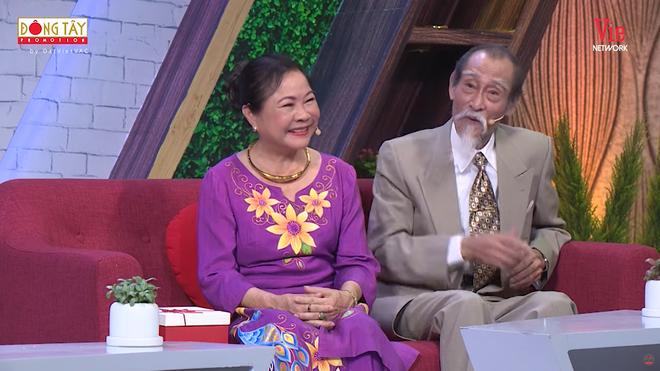 Lâm Vỹ Dạ bật khóc khi nhận được món quà quý được cô giáo giữ gìn sau 12 năm  - Ảnh 1.