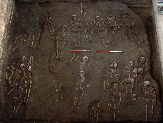 Hài cốt lên tiếng: Chụp X-quang 314 bộ xương, phát hiện sự thật kinh hoàng cách đây 8 thế kỷ ở Anh - Ảnh 1.