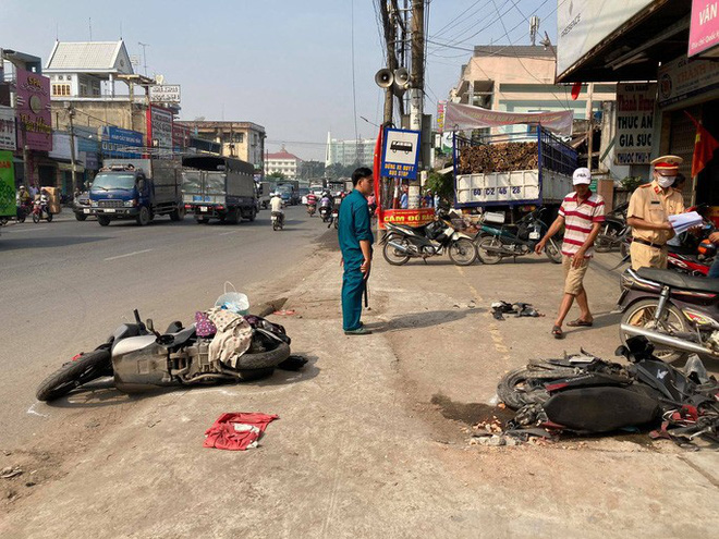 CLIP: Tai nạn kinh hoàng ở Biên Hòa, người và xe nằm la liệt - Ảnh 12.