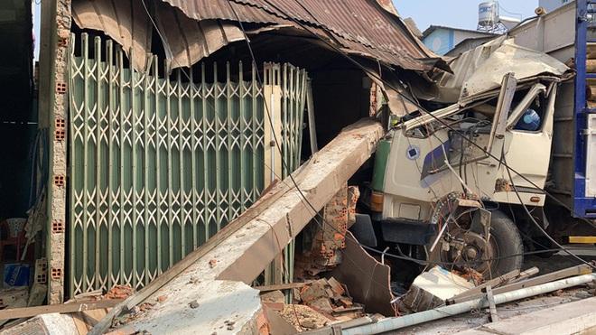 CLIP: Tai nạn kinh hoàng ở Biên Hòa, người và xe nằm la liệt - Ảnh 13.
