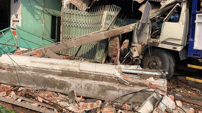 CLIP: Tai nạn kinh hoàng ở Biên Hòa, người và xe nằm la liệt - Ảnh 14.