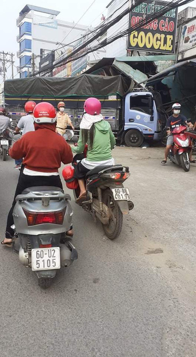 CLIP: Tai nạn kinh hoàng ở Biên Hòa, người và xe nằm la liệt - Ảnh 6.