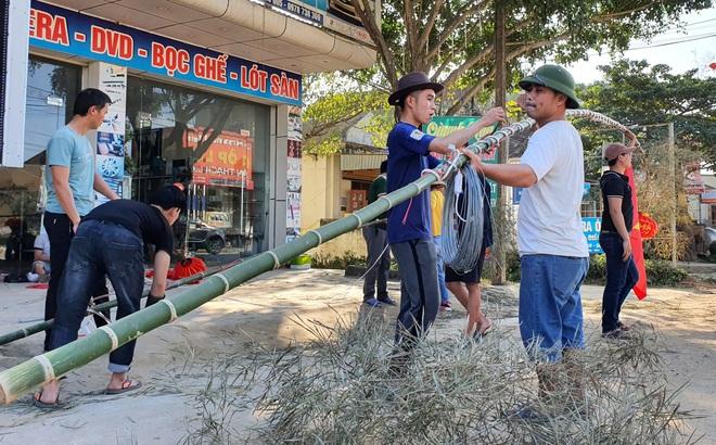 Dựng cây nêu chơi tết, 3 người bị điện giật thương vong
