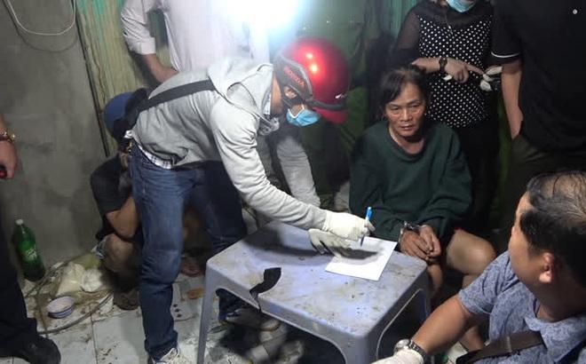 """CLIP: Phá ổ ma túy """"khủng"""" ở Tiền Giang do 1 phụ nữ 61 tuổi cầm đầu"""