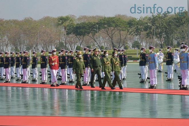 """Láng giềng Trung Quốc """"trải thảm đỏ"""" đón Bộ trưởng Quốc phòng Nga: Mua những vũ khí gì? - Ảnh 2."""