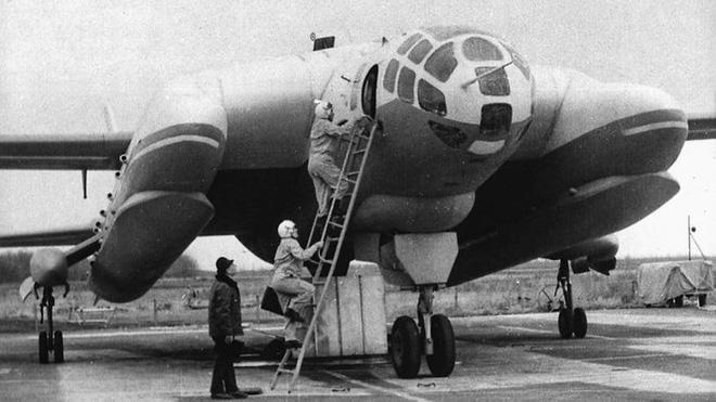 'Quái vật ba đầu diệt tàu ngầm' VVA-14, loại vũ khí quái dị của Liên Xô - ảnh 1