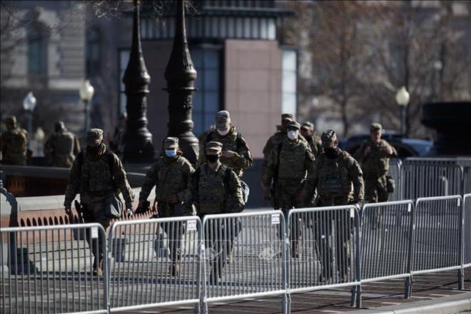 Phòng biến cố, 5.000 Vệ binh Quốc gia Mỹ ở lại thủ đô tới phiên luận tội ông Trump - ảnh 1
