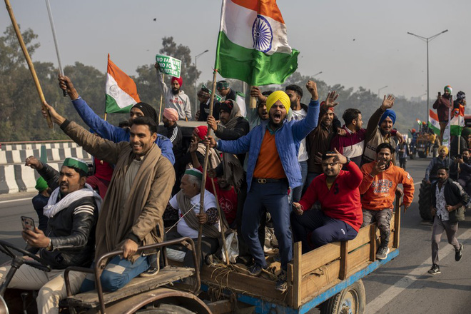 Nông dân lái 10.000 máy kéo tới xé nát trái tim Ấn Độ, gửi ông Modi thông điệp cứng rắn - Ảnh 1.