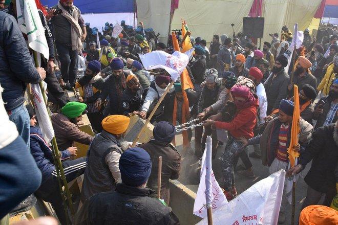Nông dân lái 10.000 máy kéo tới xé nát trái tim Ấn Độ, gửi ông Modi thông điệp cứng rắn - Ảnh 3.