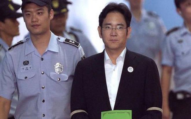 """Samsung làm gì để tự cứu mình khi """"Thái tử"""" chấp nhận ngồi tù?"""