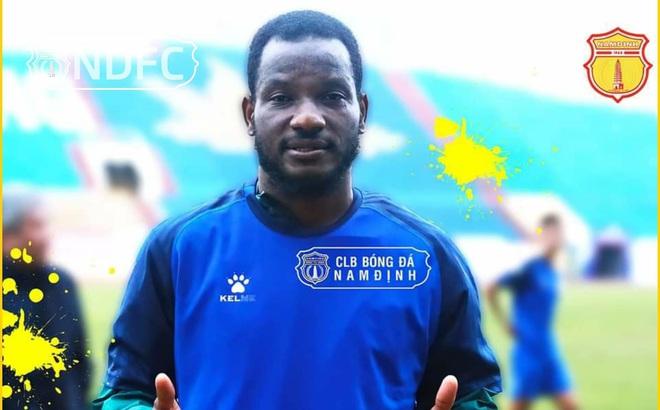 Các đội V-League thay ngoại binh như 'thay áo' trước giờ G