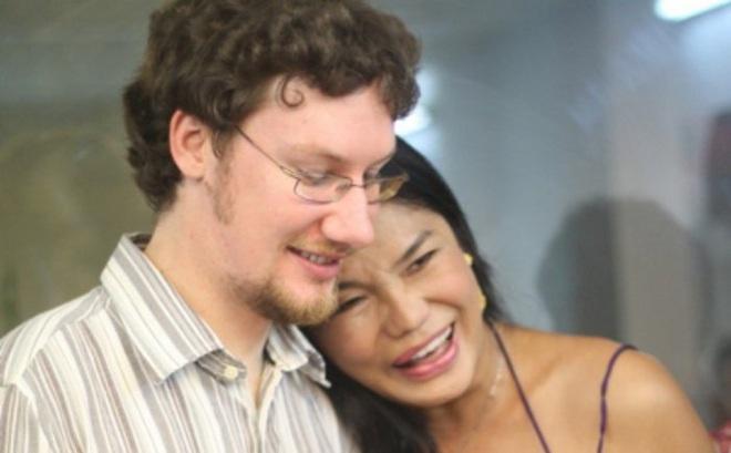 """Cindy Thái Tài: """"Tôi tiễn người đàn ông đó đi lấy vợ, đứng ra tổ chức đám cưới cho người ta"""""""