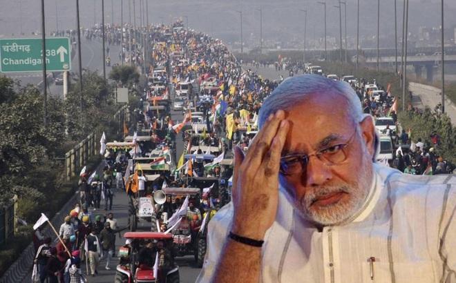 """Nông dân lái 10.000 máy kéo tới xé nát """"trái tim"""" Ấn Độ, gửi ông Modi thông điệp cứng rắn"""