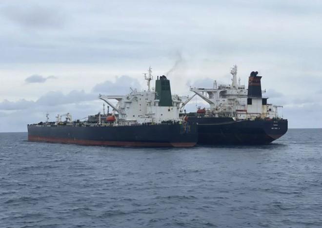 Bất ngờ: Tàu treo cờ Panama bị bắt quả tang tuồn lậu dầu từ tàu Iran, bại lộ lai lịch là tàu... Trung Quốc - Ảnh 1.