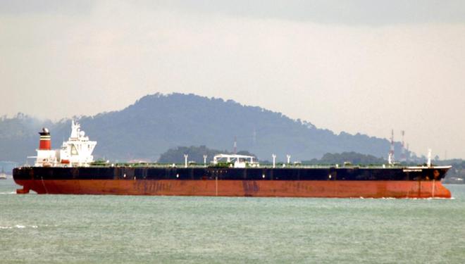 Indonesia bắt giữ tàu chở dầu Trung Quốc nghi mua lậu dầu của tàu Iran trên biển - Ảnh 1.