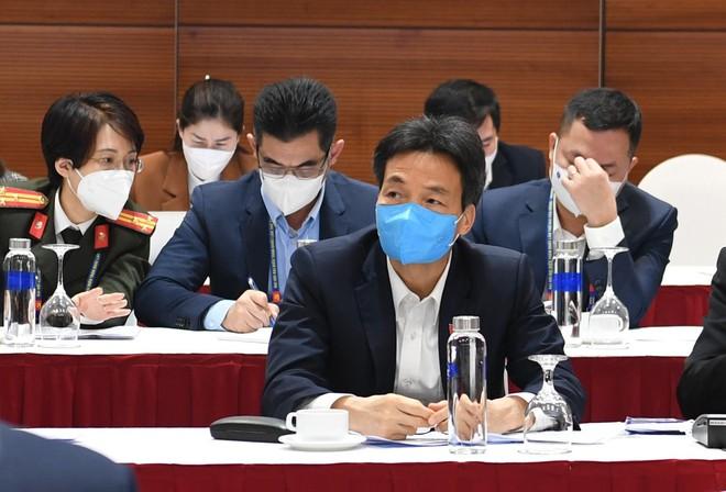 Thủ tướng triệu tập cuộc họp khẩn về Covid-19 tại nơi tổ chức Đại hội Đảng - Ảnh 1.