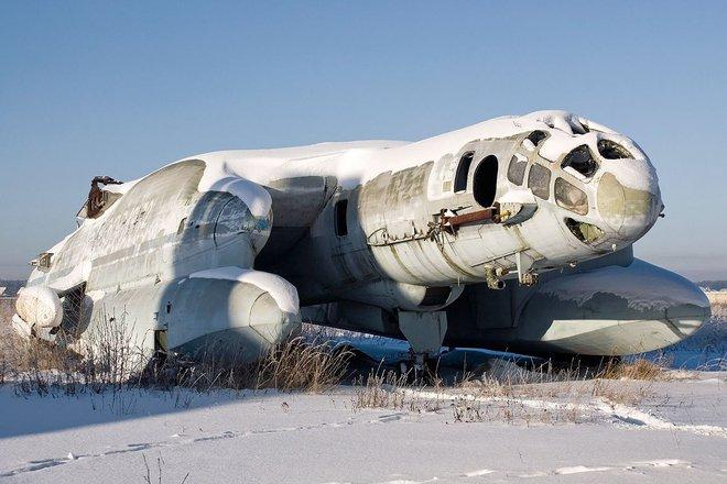 Máy bay quái vật rồng 3 đầu của Liên Xô: Vì sao nửa thế kỷ không một lần cất cánh? - Ảnh 2.