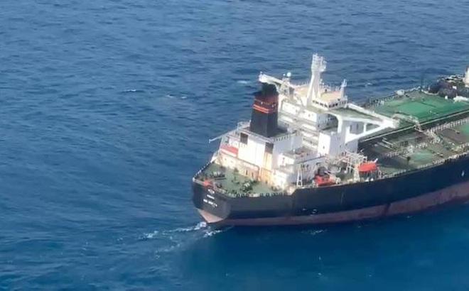 """Bất ngờ: Tàu treo cờ Panama bị bắt quả tang tuồn lậu dầu từ tàu Iran, """"bại lộ"""" lai lịch là tàu... Trung Quốc"""