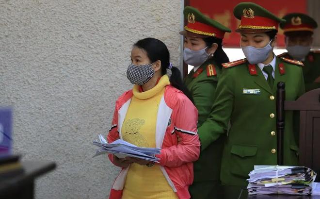 Mẹ nữ sinh giao gà khóc lóc kêu oan tại phiên tái phúc thẩm xét xử tội buôn bán ma túy