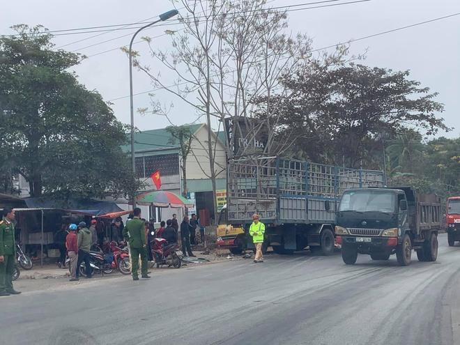 Hơn 10 người bị thương khi xe buýt đấu đầu xe tải  - Ảnh 8.
