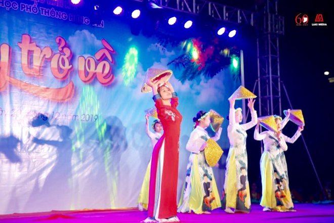 Nữ sinh nổi tiếng sau điệu nhảy trong ngày khai giảng: Đoạn clip triệu view khiến cuộc sống cô gái thay đổi - Ảnh 5.