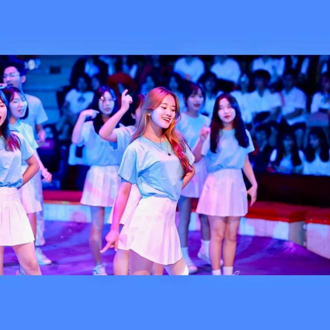 Nữ sinh nổi tiếng sau điệu nhảy trong ngày khai giảng: Đoạn clip triệu view khiến cuộc sống cô gái thay đổi - Ảnh 6.