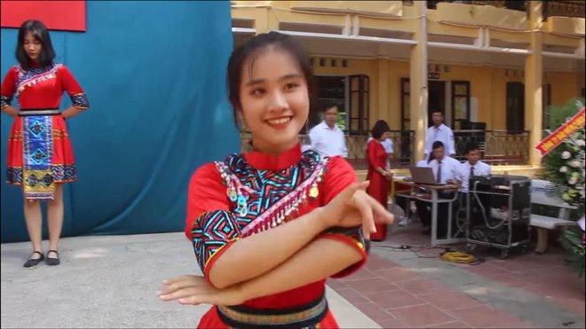 Nữ sinh nổi tiếng sau điệu nhảy trong ngày khai giảng: Đoạn clip triệu view khiến cuộc sống cô gái thay đổi - Ảnh 1.