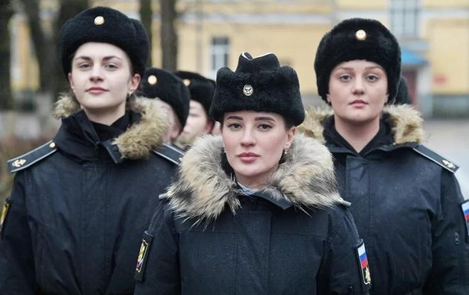 Vẻ đẹp mang 'chất thép' của các nữ quân nhân trên khắp thế giới - Ảnh 1.