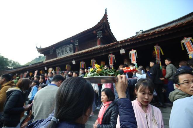 Lễ hội Chùa Hương, Yên Tử... sẽ thế nào khi dịch COVID-19 bất ngờ bùng phát? - Ảnh 2.
