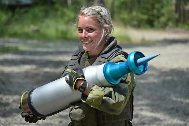 Vẻ đẹp mang 'chất thép' của các nữ quân nhân trên khắp thế giới - Ảnh 11.