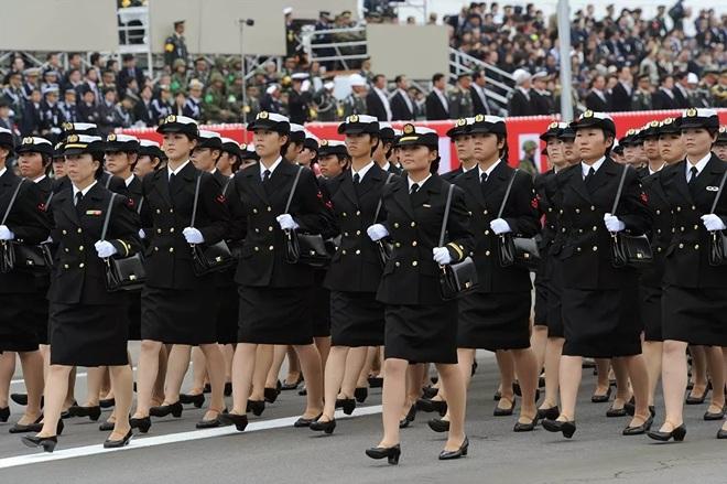 Vẻ đẹp mang 'chất thép' của các nữ quân nhân trên khắp thế giới - Ảnh 5.